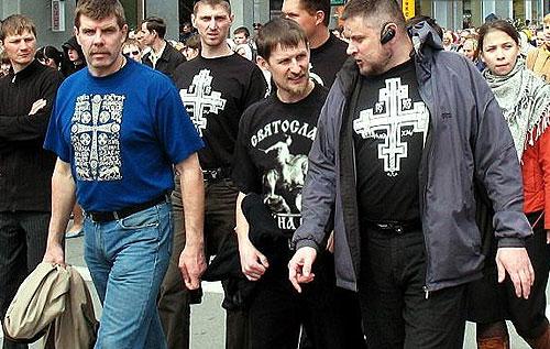 Футболка «Корсуньский крест» (на фото - слева)
