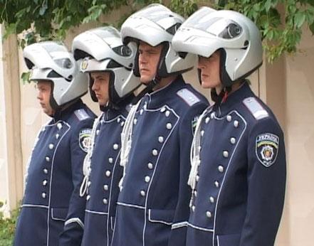 К Евро-2012 сотрудников ДПС переоденут в новую форму