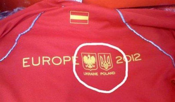 На футболках Евро-2012 перепутали Украину и Польшу