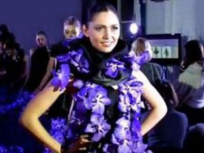 В Киеве показали самое длинное платье из цветов