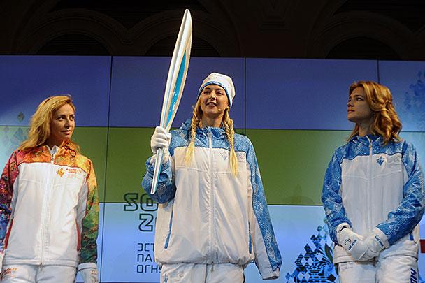 Презентация факела и униформы эстафет Олимпийского огня Сочи-2014