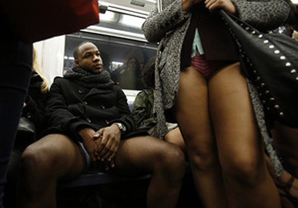 В метро без штанов. Флэшмоб эксгибиционистов