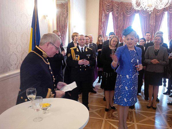 Наряд посла Украины шокировал английскую королеву